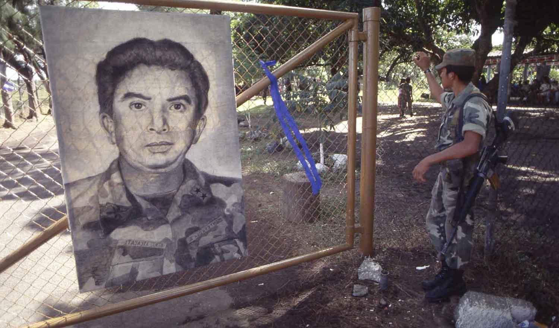 Soldados del batallon Atlacatl durante fin del conflito armado, 1992.