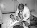Luis Galdamez, en chequeo medico para traslado a hospital en Miami. 1989